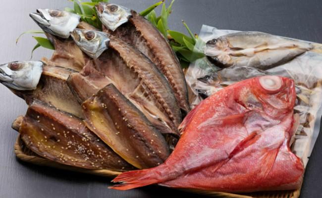 室戸の恵み!!金目鯛、鮎、アジ、サバ、イカ、フグの干物セットです。