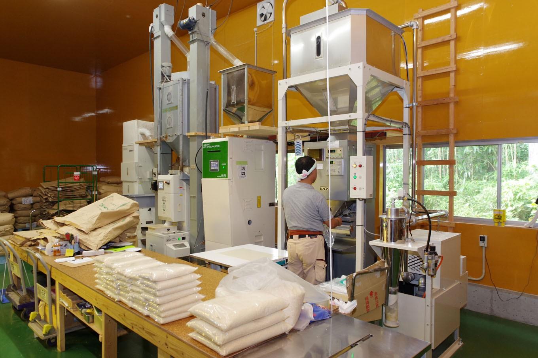 最新の精米機で、割れ等の米を選別し、精米したてをお送りします。