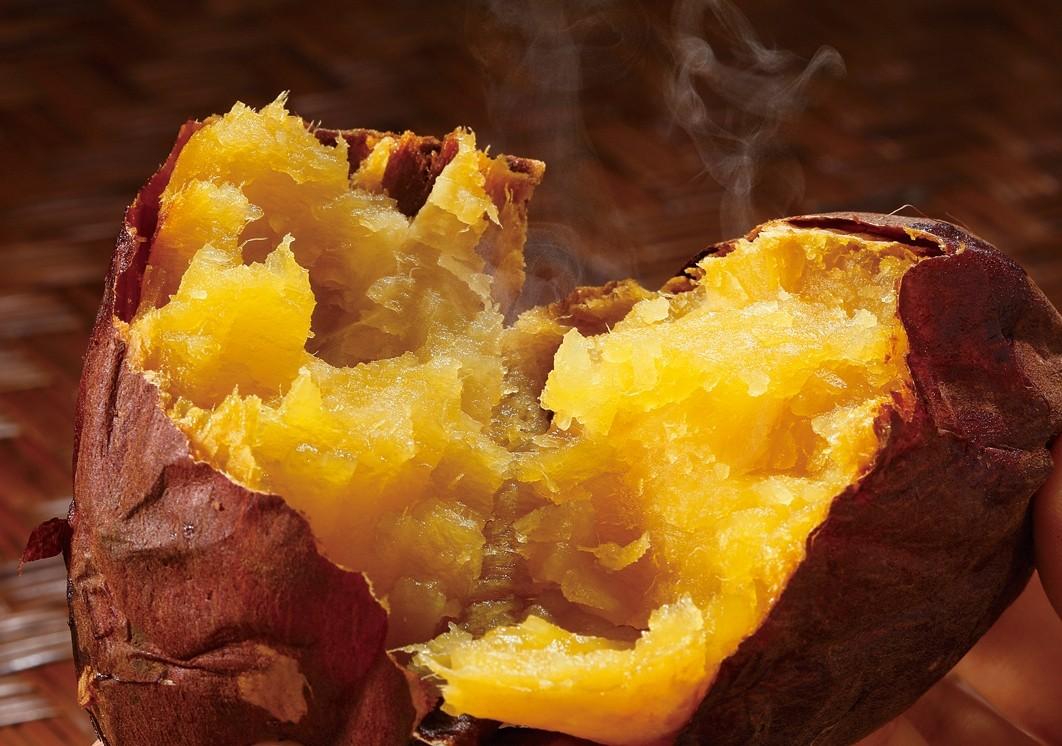 トロッと柔らかな焼き芋♪ 品種は甘~い「紅はるか」です。