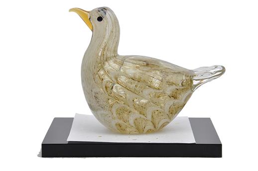 沖ノ島に生息する「オガチ」モチーフ・一つひとつ手作りのガラスの置物