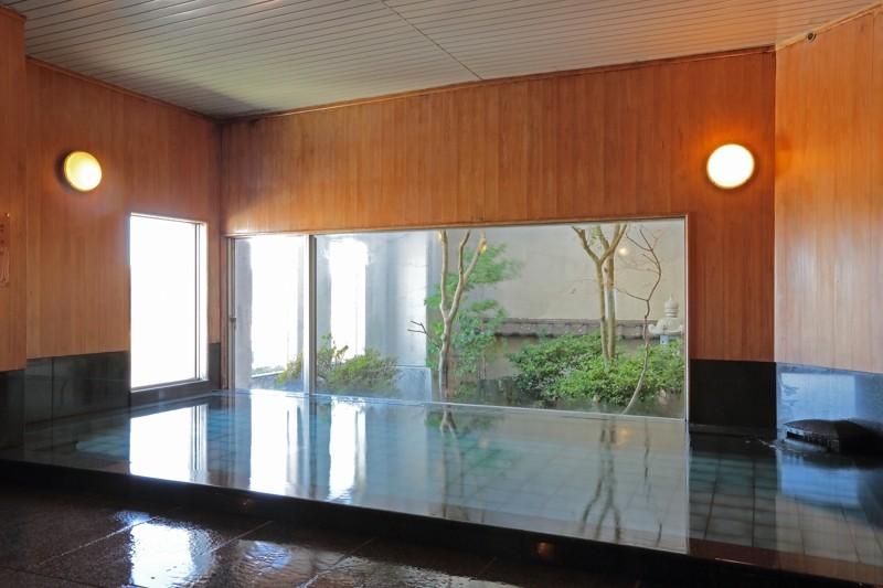 男性大浴場・出世の湯 ゆったりと手足を伸ばせる最上階大浴場