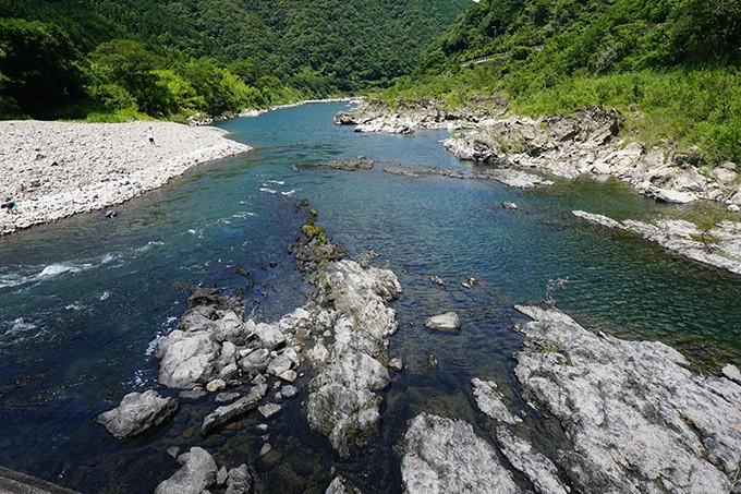 清流四万十川で育った天然うなぎの味を目指して育てました。