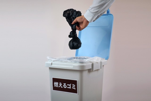 手順3:あとは、持ち運び袋に入れ、袋ごと可燃ごみとして処理。