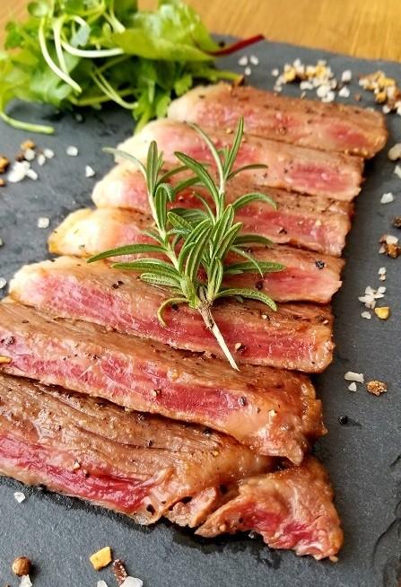 きめ細かいサシの入った極上の肉質は「おもてなし料理」にもピッタリ!
