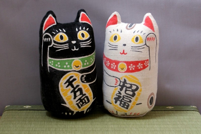 手作りの縁起物♪ 型染めの「招き猫」です!