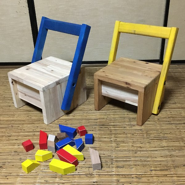 青、黄、赤の3色からお選びいただけます。指定がない場合は青色です。