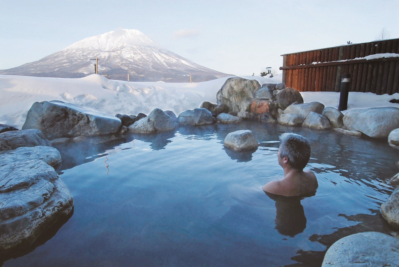 隣接する「まっかり温泉」(徒歩1分)の露天風呂からの眺望