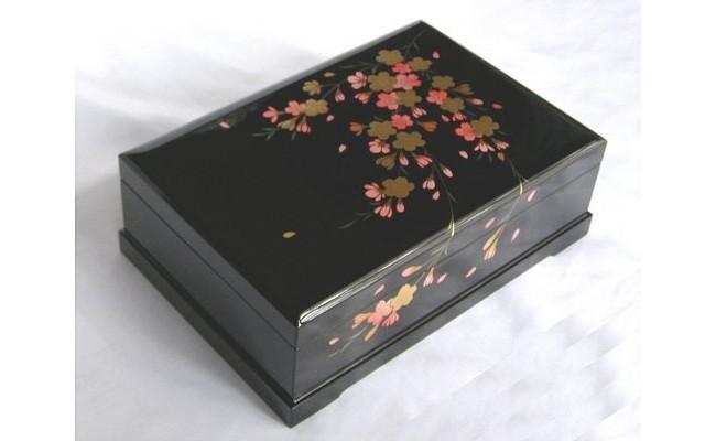 005-002 < 18弁オルゴール > 高級会津塗(宝石箱)桜