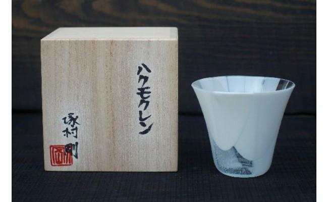宮代町の花「ハクモクレン」(白木蓮)をイメージした、若手ガラス職人の塚村さんが1つ1つ丁寧に焼き上げて製作したグラスです。