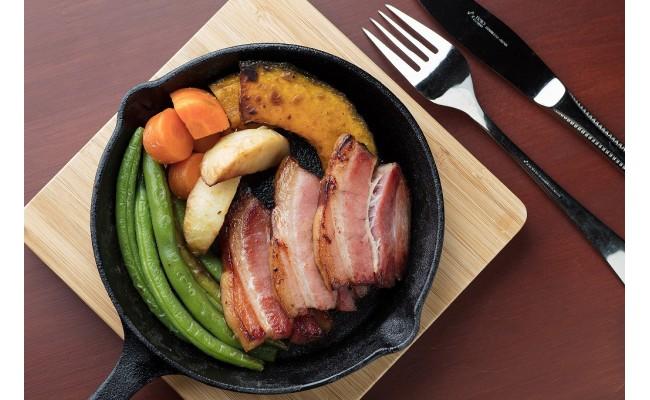 激旨ベーコンと野菜の色合いも綺麗に、うーん旨い!