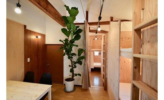 2階の宿泊スペースです。2段ベッドになっており、各ベッドにはカーテンを設けており、プライベート空間があります。