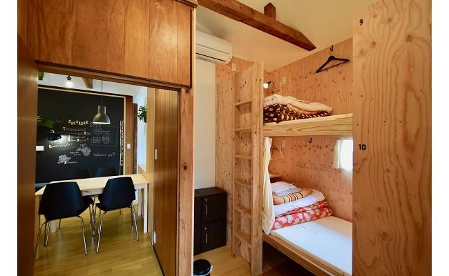 「木」を中心とした温かみのある部屋になっております。