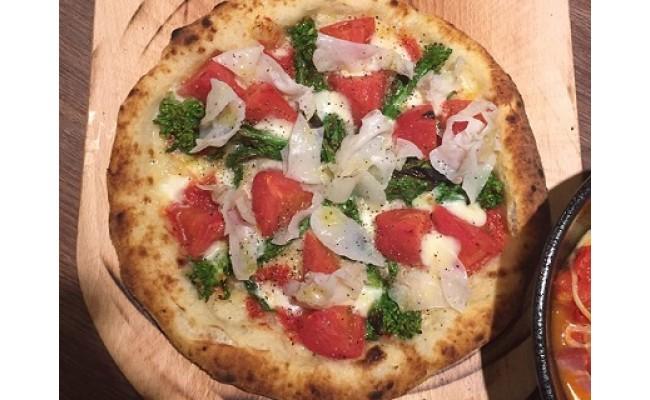 白いきくらげ「白美茸」を使ったピザ