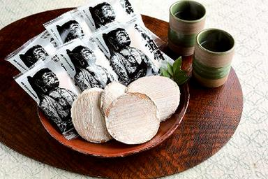 【A】懐かしい味がする、後藤製菓の「臼杵煎餅・曲」