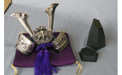 E04 源義経公兜と香炉のセット:高岡銅器