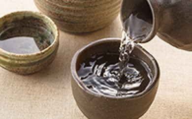 [№5685-0051]飛良泉 山廃(ヤマハイ)純米 囲炉裏(イロリ)酒 1.8ℓ