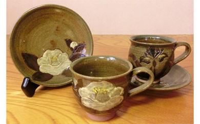 D4 ★癒しの花紋★白石焼・瀧水窯の「コーヒーカップとソーサー」
