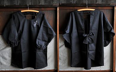 15S21 手刺繍 かっぽう着 黒 ワタコウ・オリジナル(ポリエステル65%、綿35%)