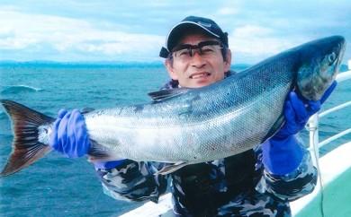[№5723-0101]北海道といえば、秋鮭!イカ!の船釣り体験(5名様)