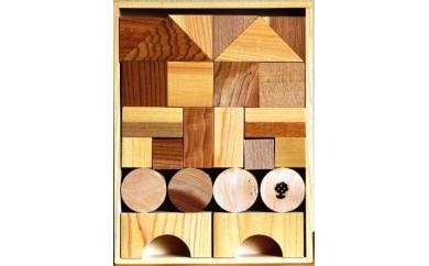 [№5763-0055]木のおもちゃ「日本の樹で作った積木」