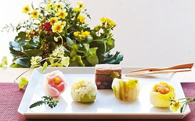 [№5674-0239]毎日の暮らしを彩る季節のお花と伝統の上生菓子のセット5回コース