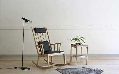 【0100002 】M-chair rocking