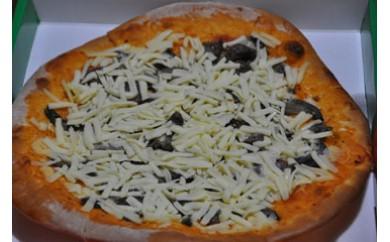 【四国一小さな町のパン屋さんの特製ピザ】土佐あかうしとナスの創作ピザ