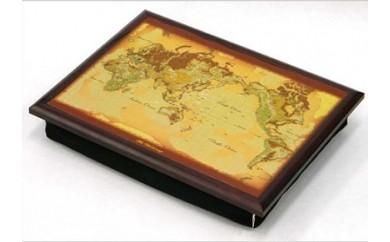 楽な姿勢で座って使える、ひざ上の「マイラップトップテーブル」(世界地図)