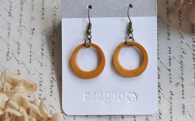 ヌメ革で作った黄色リングのレザーピアス/イヤリング