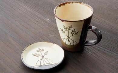 [№5747-0073]ヤエヤマヒルギ線彫りマグカップと小皿(鈴石釉)