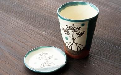 [№5747-0076]ヤエヤマヒルギ線彫りビアカップと小皿(緑)