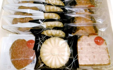 [№5921-0011]亘理のいちごを使った焼き菓子と花サブレの詰合せ