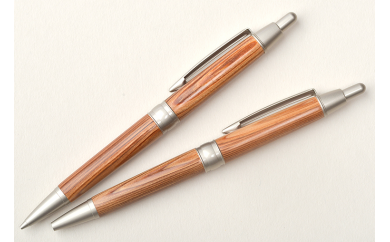 杉のボールペンまたはシャープペン
