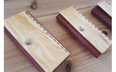 琉球松と革で作ったキーケース