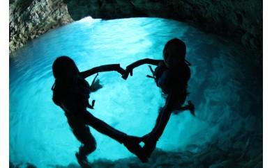 ボートで行く!青の洞窟体験&熱帯魚に餌付け体験シュノーケル