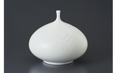 日本工芸会正会員 中尾恭純氏作「白磁牡丹彫壺」