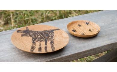 【宮内知子の木工作品】インテリアにも使える木工作家の漆で描いた<いきもの柄と鳥の絵>お皿(大小サイズ各1枚)
