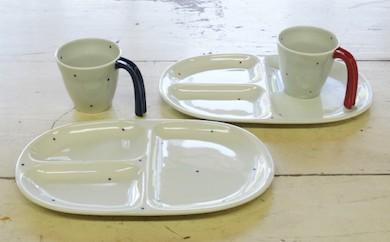 UA05 【使いやすい安心設計!】eマグ&大人の仕切り皿セット(水玉赤・青ペア)【波佐見焼】