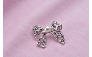 真珠品評会入賞常連のオーハタパールが作る海の宝石 アコヤ真珠ブローチ(リボン)