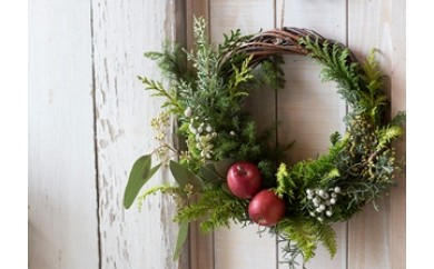 NLo33 香りのクリスマスリース「NOEL」 新緑のグリーンと可愛いリンゴがあなたのドアを彩ります