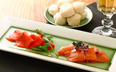 [№5708-0326]オホーツク枝幸から 紅鮭、秋鮭、ホタテ3種ぜいたくスモークセット