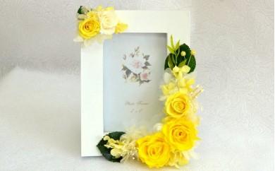 O-4 フレームアレンジメントMサイズ(フレーム(白)・花(黄色))