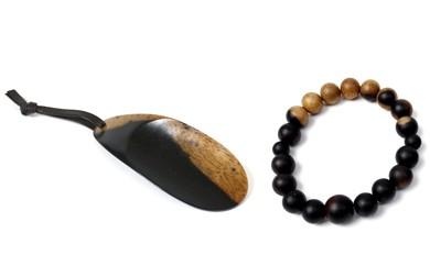 B245:黒柿 念珠ブレスレット(大玉)、携帯靴べらセット