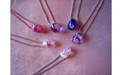 29E-086 桜模様とんぼ玉のネックレス