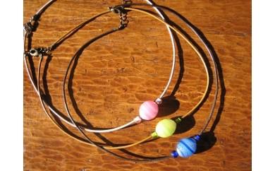 29E-082 ライン模様、とんぼ玉のネックレス