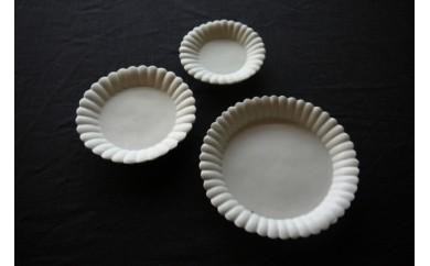 【E】〔臼杵焼〕白磁輪花デザート皿(大中小)3枚セット