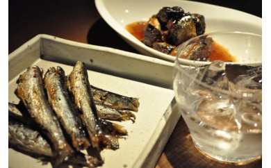 NINJA SHINJUKU  佐伯産うるめいわしのオイル煮と秋刀魚のやわらか煮を佐伯焼酎天下無敵で楽しむセット