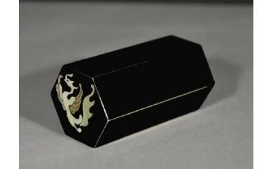 D18 文鎮 寸寸六方螺鈿入(黒)鳳凰(紙箱):高岡銅器