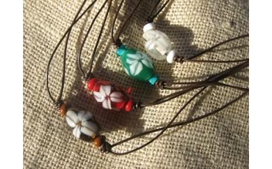 30D-094 モダン白花とんぼ玉の皮のネックレス