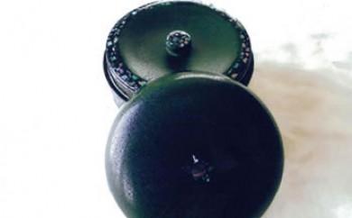 伝統の技で作り出される美しさが生活を彩ります!「秋田塗 乾漆塗茶筒(螺鈿入)」